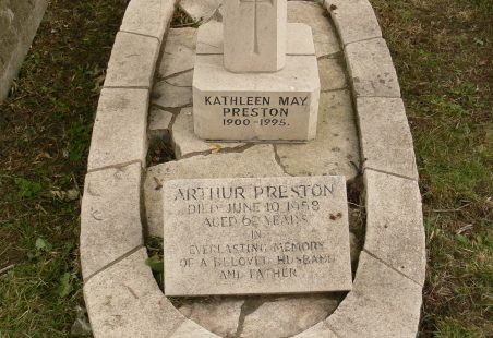 Killed In Action 1941.  Not Commemorated Locally.