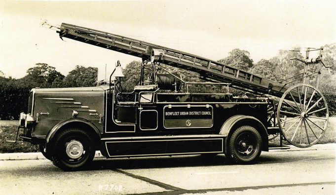 A pre war engine in 1938 still carrying the Benfleet UDC logo | Essex Fire Museum