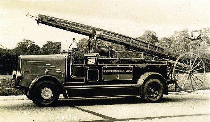 A pre war engine in 1938 still carrying the Benfleet UDC logo | Essex Fire Museum