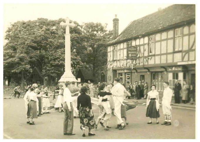 Coronation Day Tour - Benfleet Memorial | From the collection of Joan English nee Phillips