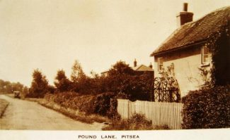 Dulci Doman, Pound Lane, North Benfleet looking towards Bowers Gifford c.1920s. Note the Model 'T' Ford in the background. | © J. Wernham.