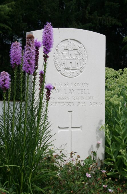 Grave of Stanley William Layzell. | Copyright photograph by kind permission of Wim Govaerts of Belgium.  Photograph taken July 2010.