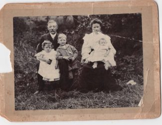 John Stockwell, Julia Brand and children, from left: Hilda, Harold and Louis. | Tracy & Paul Kreyling