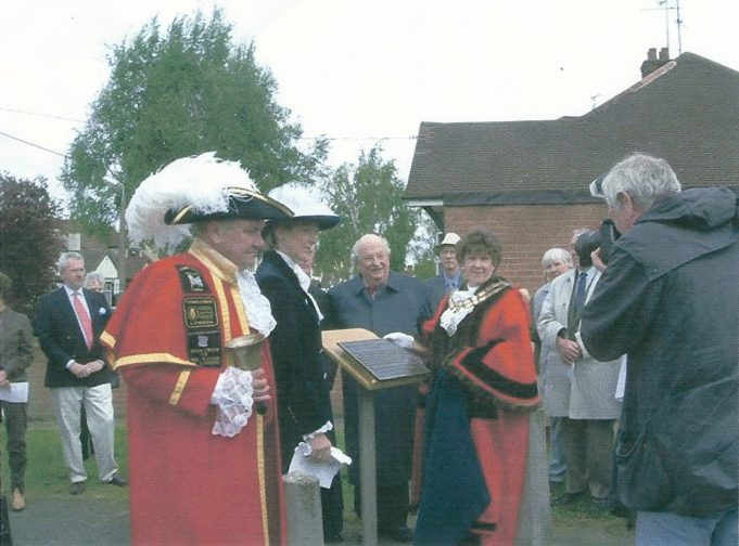 Wendy Goodwin, Castle Point Mayor unveiling the memorial plaque, May 2005