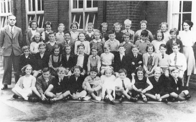 Benfleet Primary School 1956 All but two are named in the photo (see below) | Ann Morrison collection