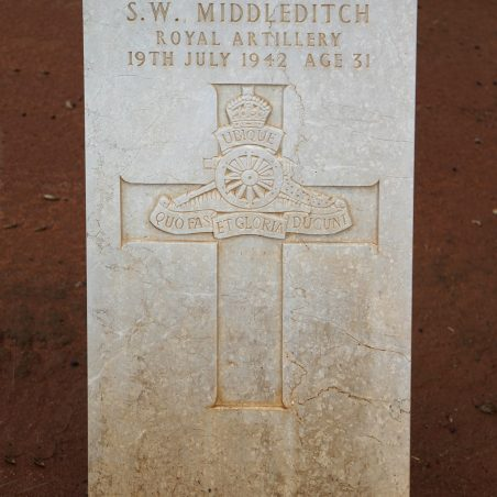 Grave of S. W. Middleditch. | Copyright.  The War Graves Photographic Project.