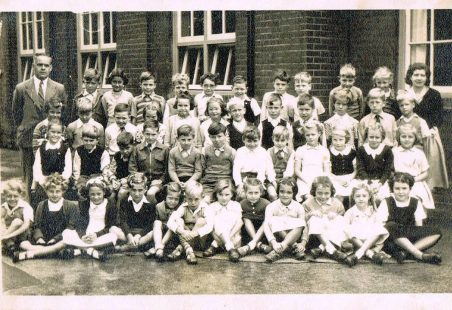 Benfleet Primary School Class Photo 1953