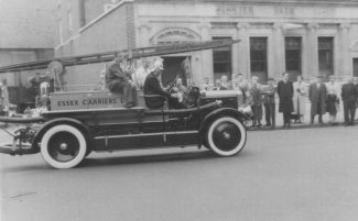 Lord Montagu driving off at first London-Brighton Run 1959 | RBB