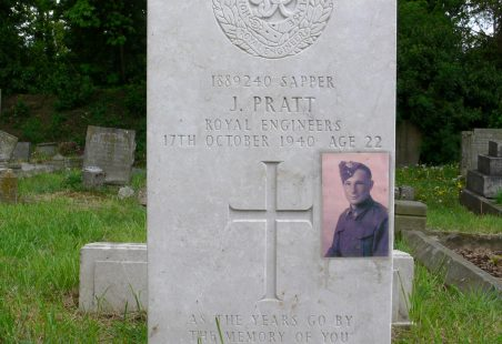 Grave of Sapper John Pratt. No. 1889240.