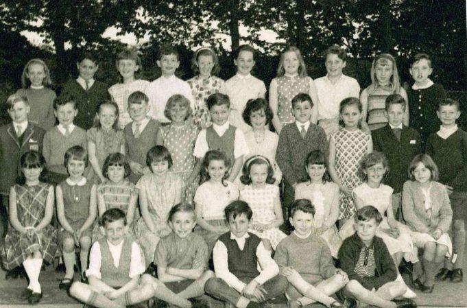 Photo 1) | Thundersley Primary School