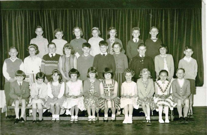Photo 1) | Thundersley Primary School