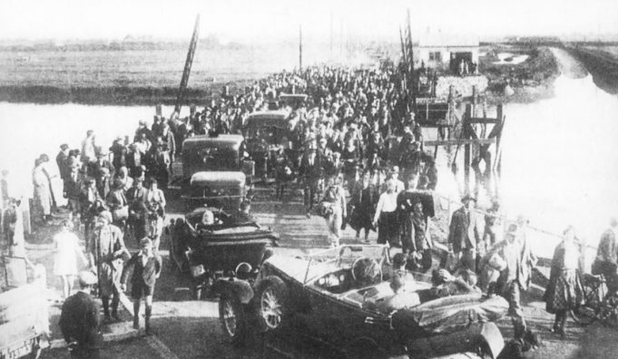 People and cars crossing the bridge on opening day | From the Geoff Barsby collection