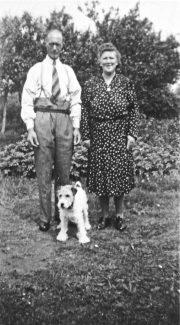 John Fredk and Susan Sumner in the garden of 'Surene' | Pamela-Jeanetta Bird Gaines