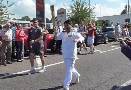 Hadleigh Olympic Torch moves to Basildon
