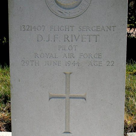 Grave of D. J. F. Rivett. | Copyright.  The War Graves Photographic Project