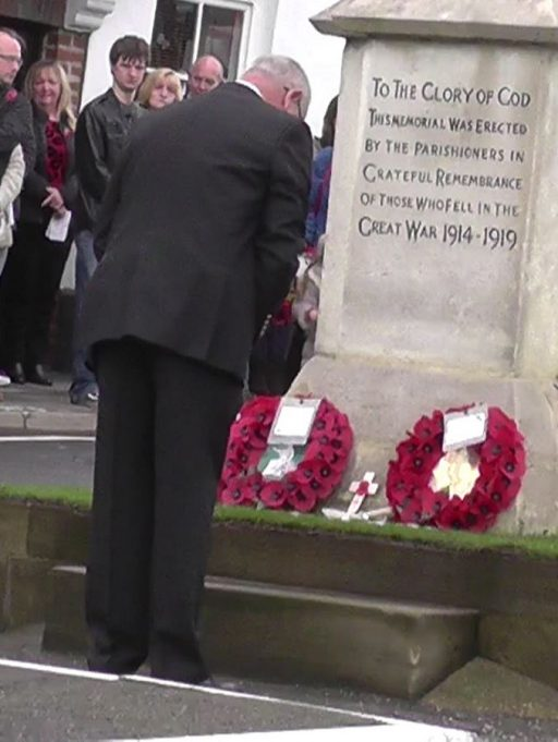 A representative of Benfleet Yacht Club lays a wreath | Phil Coley