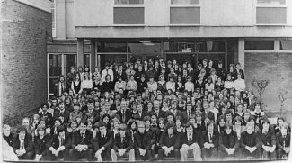 Group photo - help needed to date this please.