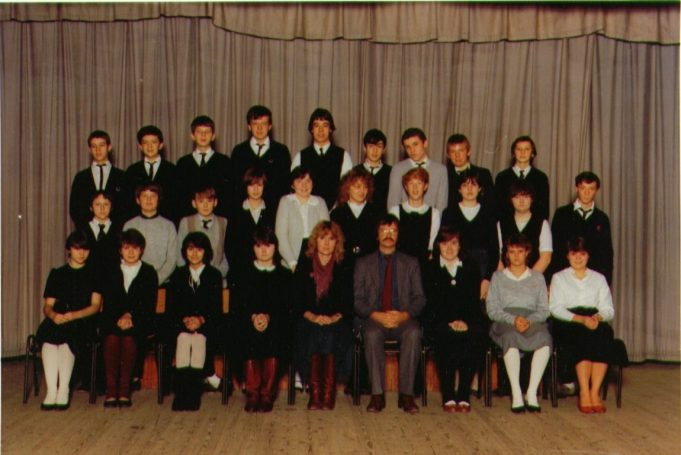 Appleton School class 4J 1982/3 Back Row: Laurence Edney, David Donovan, Trevor Cowan, David Dunk, Paul Dance, Karl Dorn, Andrew Dee, Dean Edwards, Gary Crow Middle: Kevin Nelson, Malcom Curry, Trevor Bundy, Helen Donner, Maria Crouch, Maria Collier, Dawn Cousins, Sonia Clark, Tracey Gill, Richard Dyer Front: Janice Baxter, Lisa Catanach, Tracey Catling, Anne Casey, Mrs Brown (subsequently McKenney), Mr Adams, Melanie Clay, Clair Crocket, Samantha House | Trevor Cowan