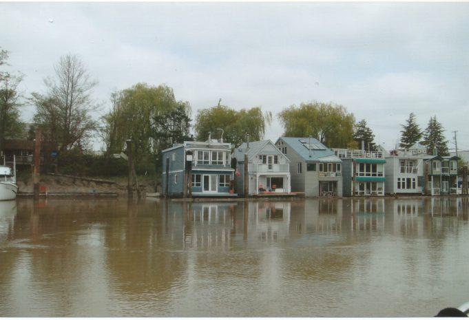 Canadian houseboats