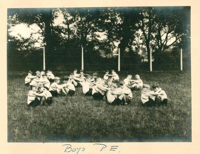 Photo 1) Boys P.E. | Thundersley Primary School