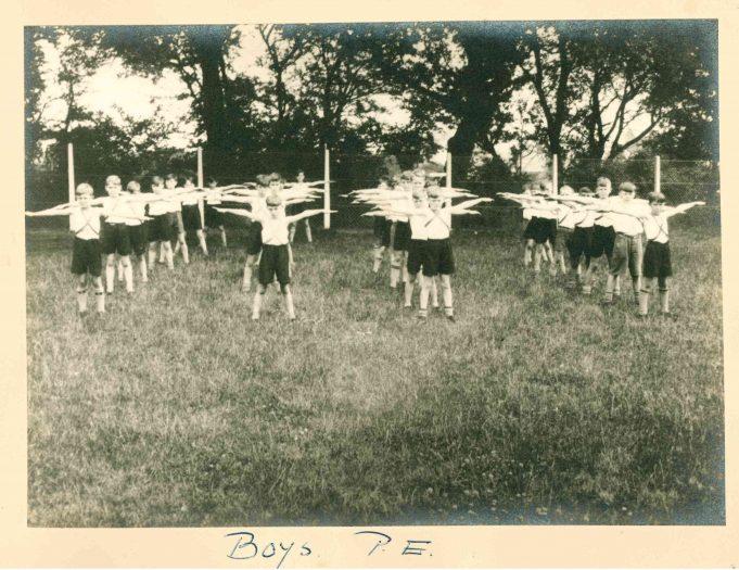 Photo 2) Boys P.E. | Thundersley Primary School