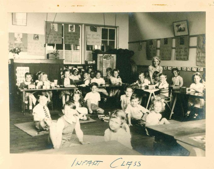 Photo 3) Infant Class but who is the teacher? | Thundersley Primary School