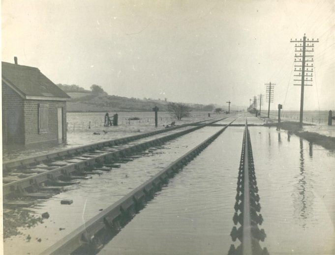 The railway line close to the foot crossing at Benfleet looking towards Leigh. | Gilbert Wines