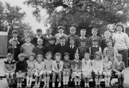 Benfleet Primary School - Mrs Frances Class 1964