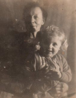 Nana (Mabel Cook) and Bobbie Barnes at 'Dormador' Vicarage Hill 1944 | Bobbie Barnes Jones