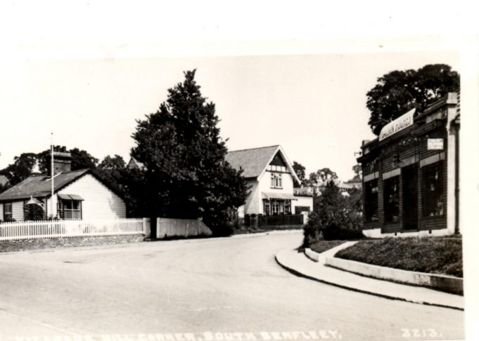 Bottom of Vicarage Hill. Cottage on left still there