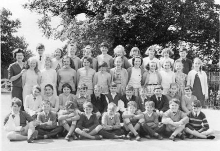 Benfleet Primary School - Mrs Burns Class 1966