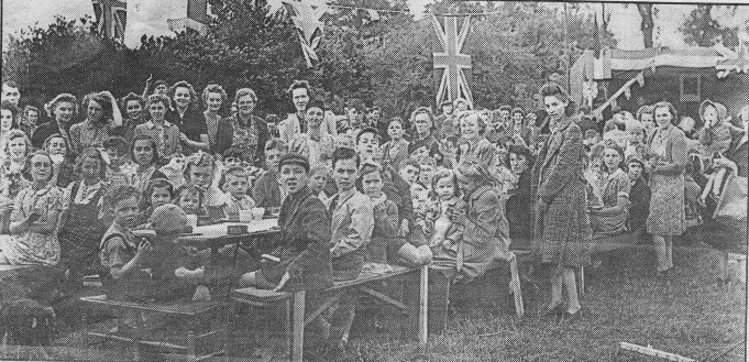 VE Day Street Party - Kents Hill Road, Benfleet | Yellow Advertiser - from the collection of Alice Chafer