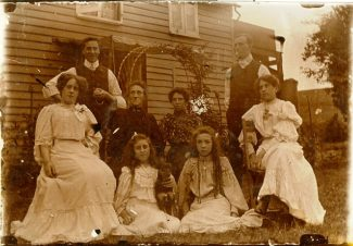 The Edwardian family who lived at 'Ravenswood' c. August 1907 | Bobby Phillips