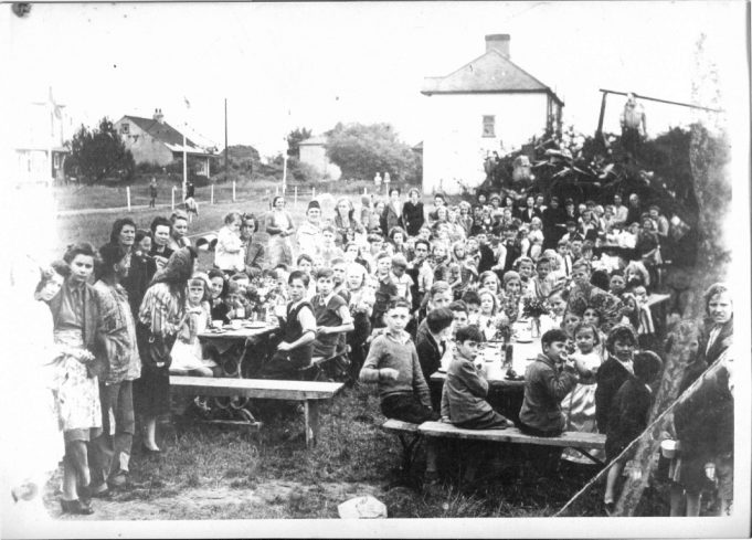 VE Day Street Party - Kents Hill Road, Benfleet | From the collection of Alice Chafer