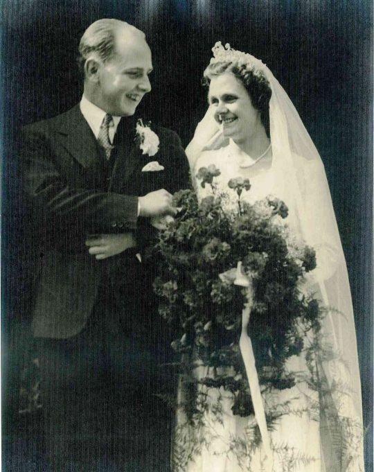 Doug & Joan on their wedding day | Shiner & Holmes