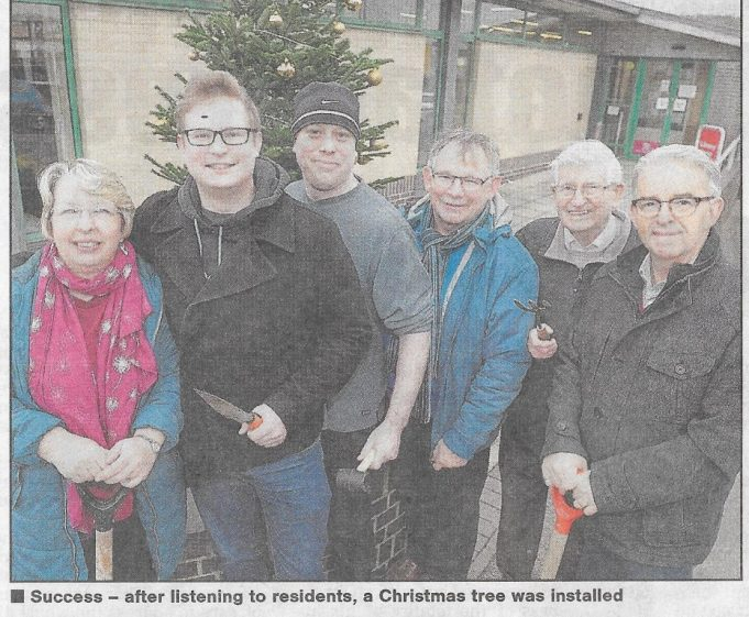 The team having decorated  the Christmas Tree. From Left Janice Gray, Councillor Andrew Sheldon, local resident,  Rob Gray, Councillor Alf Partridge, Wayne Johnson. | Echo News