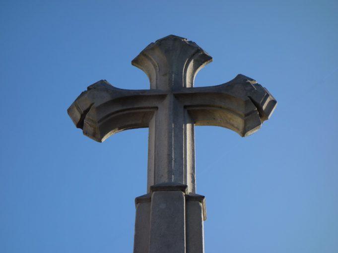 Cross on top of Benfleet War Memorial | Phil Coley