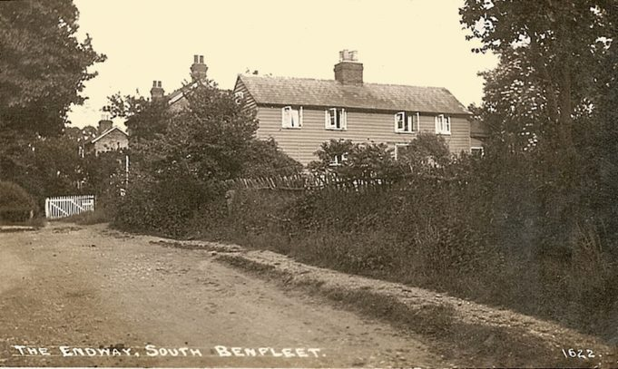 Looking up Essex Way/East Street/Endway. Ravenswood is in the foreground, Mayes and Mayes Cottages are behind it. | Benfleet Community Archive