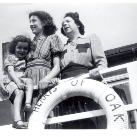 Hearts of Oak Houseboat. Patricia, Cathrine and Kitty | Peter Andrew