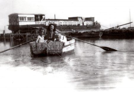 Hearts of Oak Houseboat