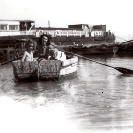Hearts of Oak Houseboat | Peter Andrew