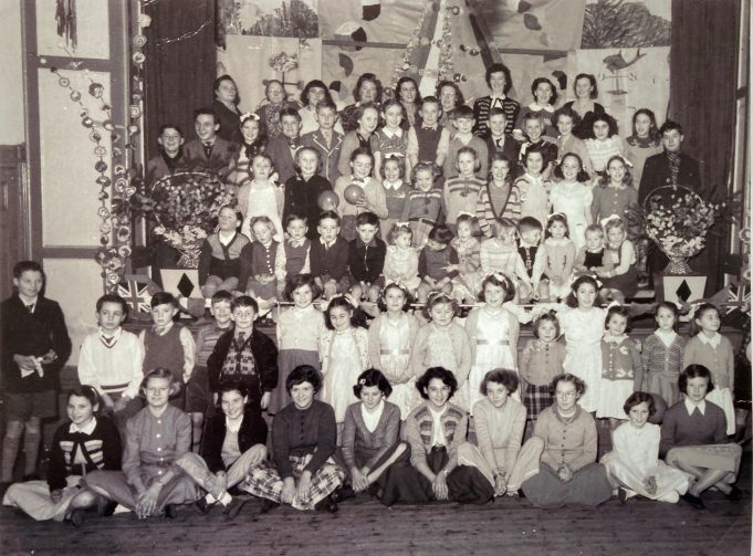 An old school photo taken in the early 1950s which shows several children who lived in the Tarpots area, I recognise quite a few of them, but some names escape me. The school was New Thundersley in Rusbottom Lane. | Pat White